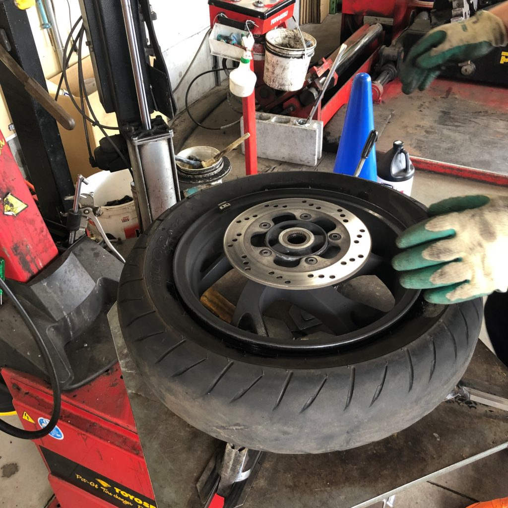 二輪車用タイヤ交換